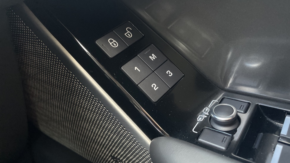 Land Rover Range Rover Velar 2.0 D240 HSE Electrically deployable tow bar Sliding panoramic roof image 14