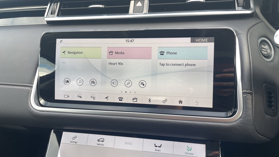 Land Rover Range Rover Velar 2.0 D240 HSE Electrically deployable tow bar Sliding panoramic roof image 21