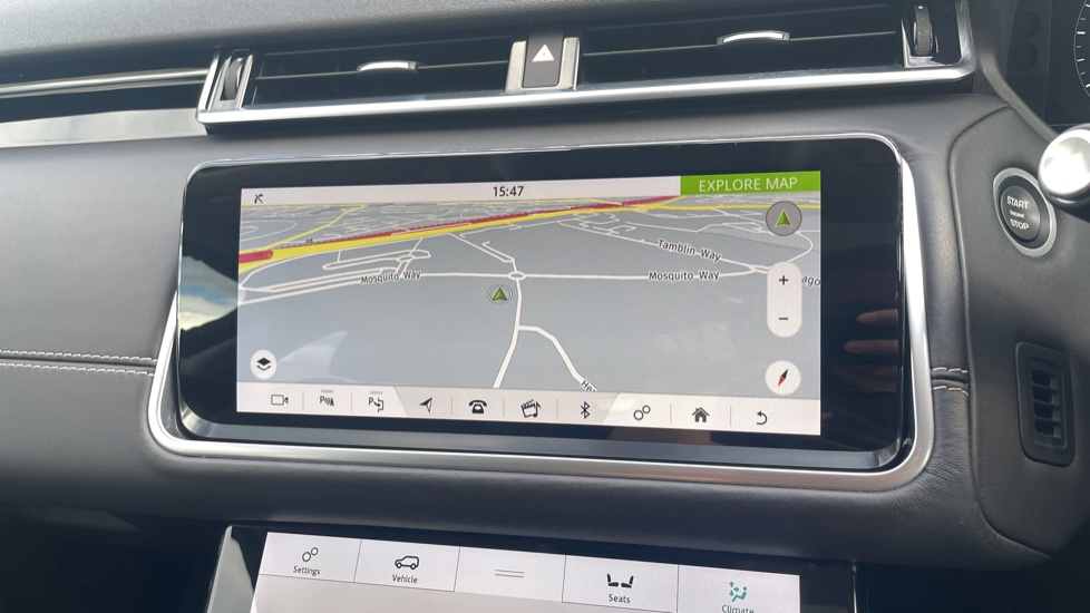 Land Rover Range Rover Velar 2.0 D240 HSE Electrically deployable tow bar Sliding panoramic roof image 22