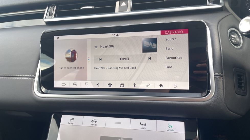 Land Rover Range Rover Velar 2.0 D240 HSE Electrically deployable tow bar Sliding panoramic roof image 23