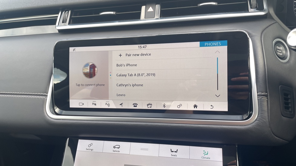 Land Rover Range Rover Velar 2.0 D240 HSE Electrically deployable tow bar Sliding panoramic roof image 24