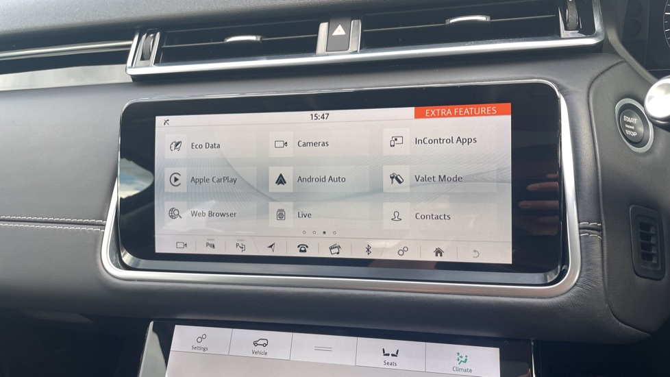 Land Rover Range Rover Velar 2.0 D240 HSE Electrically deployable tow bar Sliding panoramic roof image 25