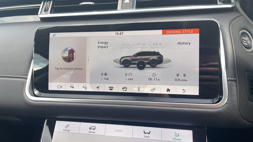 Land Rover Range Rover Velar 2.0 D240 HSE Electrically deployable tow bar Sliding panoramic roof image 26