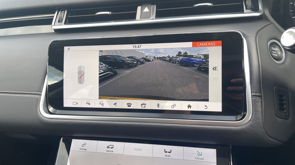 Land Rover Range Rover Velar 2.0 D240 HSE Electrically deployable tow bar Sliding panoramic roof image 27