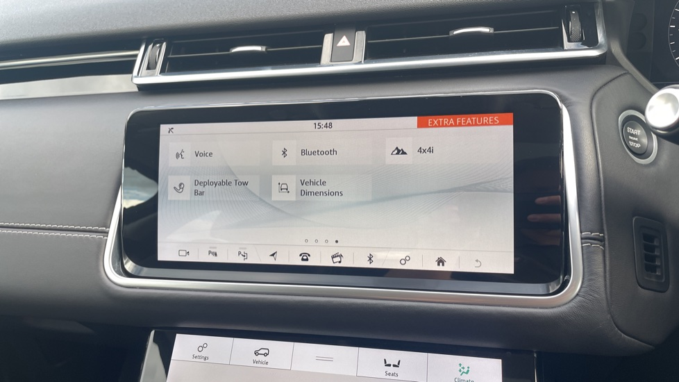 Land Rover Range Rover Velar 2.0 D240 HSE Electrically deployable tow bar Sliding panoramic roof image 28
