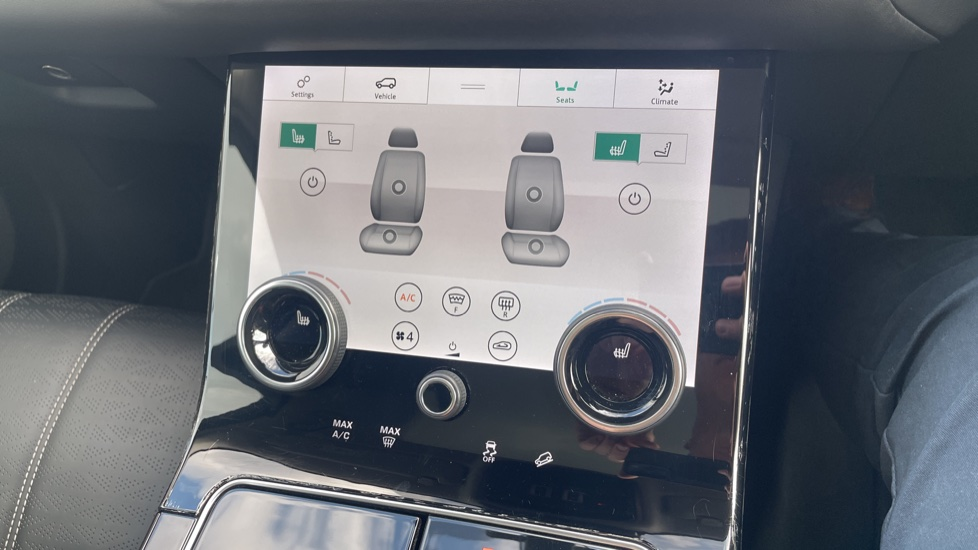Land Rover Range Rover Velar 2.0 D240 HSE Electrically deployable tow bar Sliding panoramic roof image 31