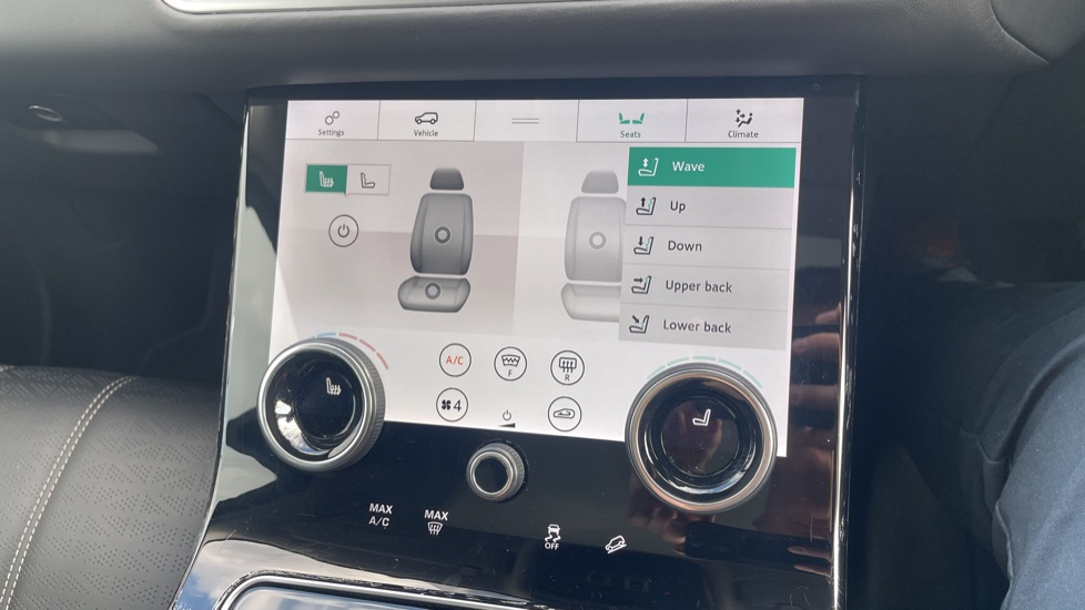Land Rover Range Rover Velar 2.0 D240 HSE Electrically deployable tow bar Sliding panoramic roof image 32