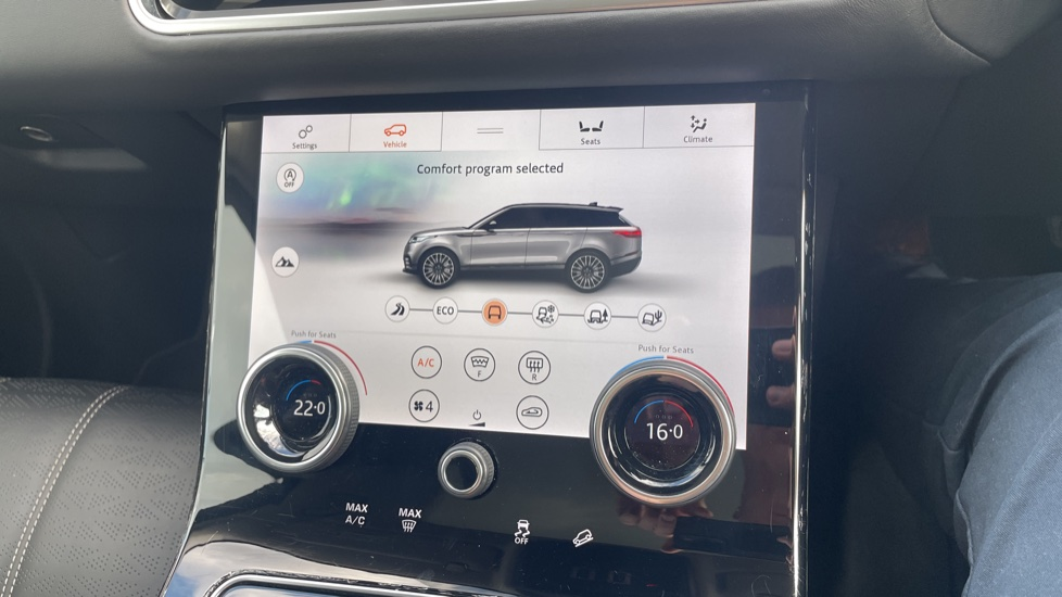 Land Rover Range Rover Velar 2.0 D240 HSE Electrically deployable tow bar Sliding panoramic roof image 34
