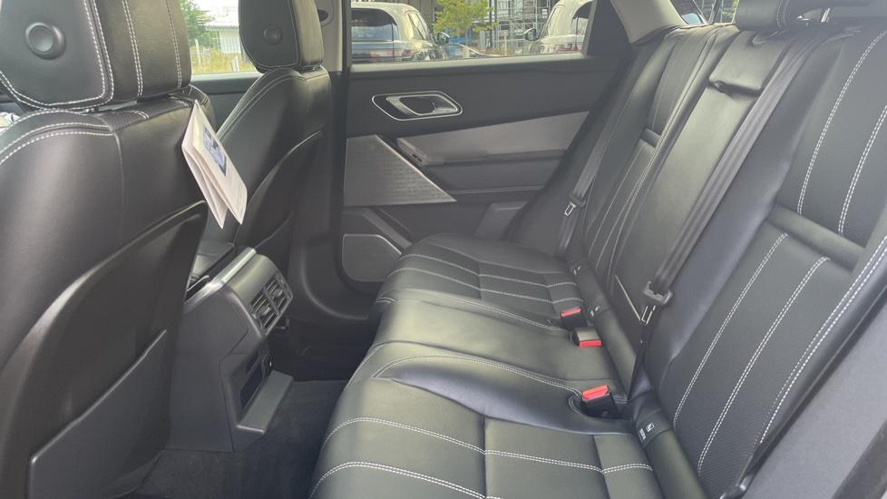 Land Rover Range Rover Velar 2.0 D240 SE Detachable tow bar Heated steering wheel image 4