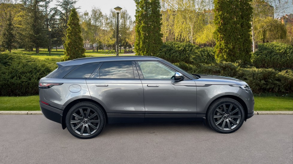 Land Rover Range Rover Velar 2.0 D240 SE Detachable tow bar Heated steering wheel image 5