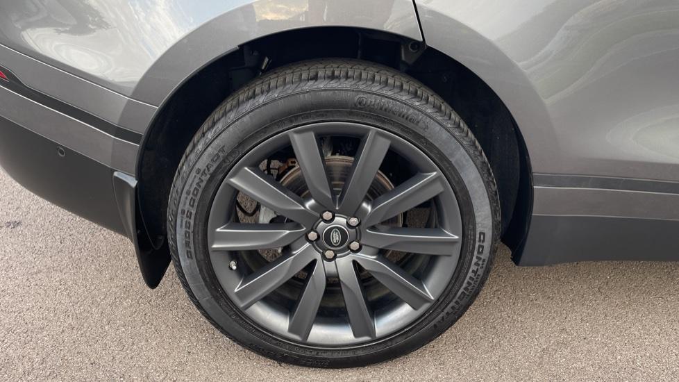 Land Rover Range Rover Velar 2.0 D240 SE Detachable tow bar Heated steering wheel image 8