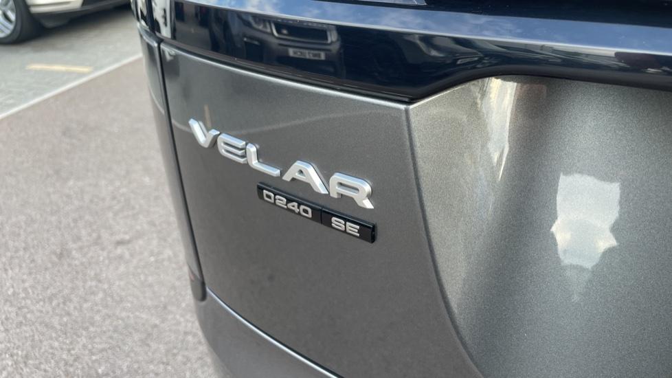 Land Rover Range Rover Velar 2.0 D240 SE Detachable tow bar Heated steering wheel image 10
