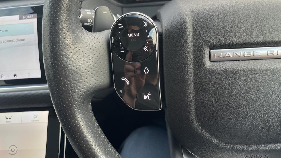 Land Rover Range Rover Velar 2.0 D240 SE Detachable tow bar Heated steering wheel image 17