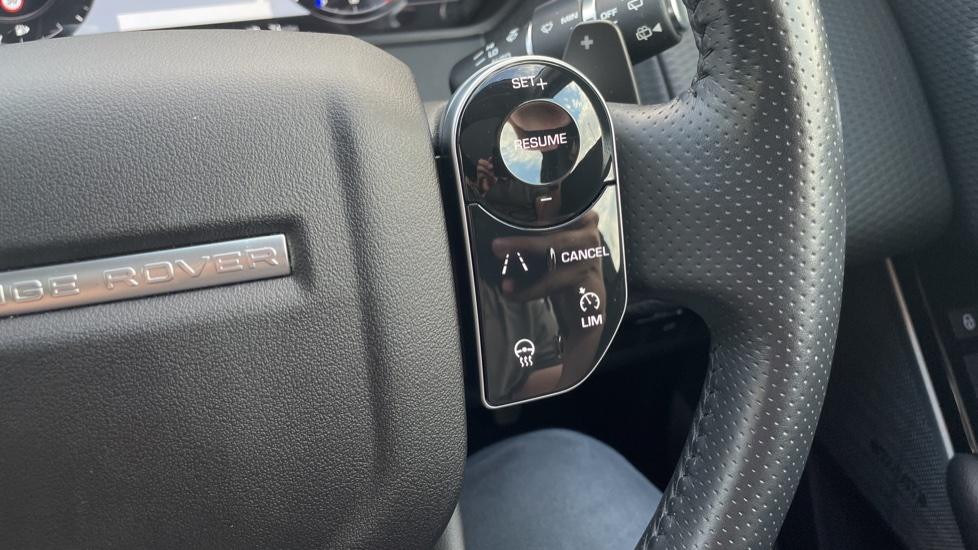 Land Rover Range Rover Velar 2.0 D240 SE Detachable tow bar Heated steering wheel image 18