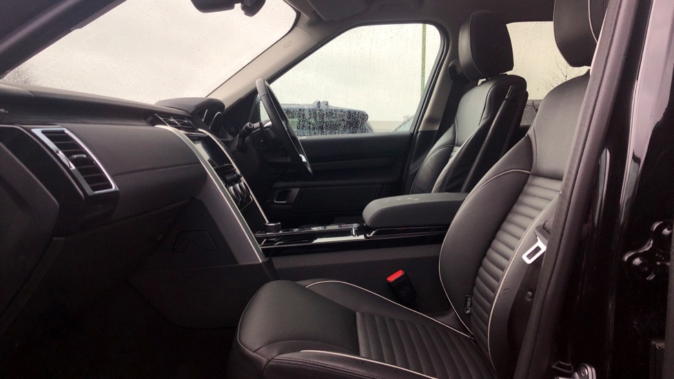 Land Rover Discovery 3.0 TD6 HSE 5dr image 3