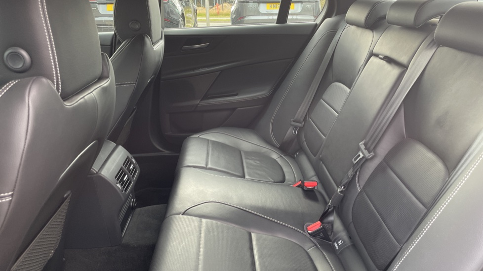 Jaguar XE 2.0d [180] R-Sport 4dr Heated front seats Privacy glass image 4
