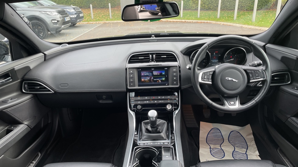 Jaguar XE 2.0d [180] R-Sport 4dr Heated front seats Privacy glass image 9