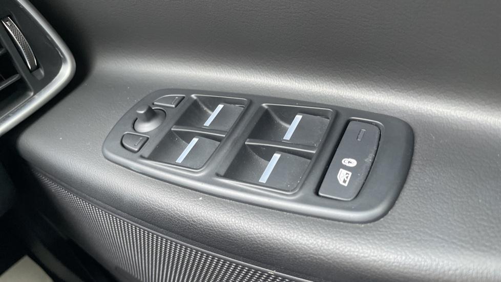 Jaguar XE 2.0d [180] R-Sport 4dr Heated front seats Privacy glass image 13