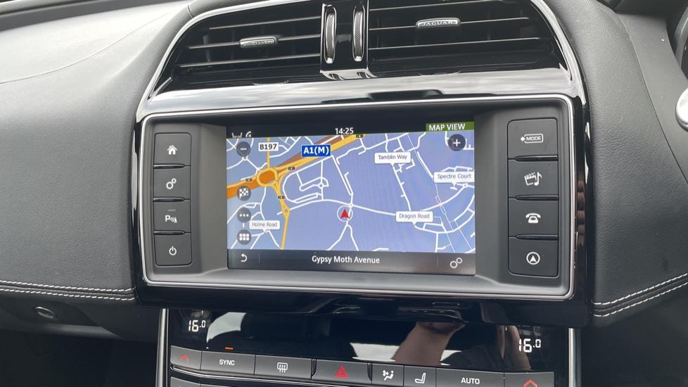 Jaguar XE 2.0d [180] R-Sport 4dr Heated front seats Privacy glass image 23