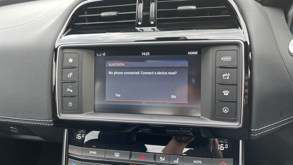 Jaguar XE 2.0d [180] R-Sport 4dr Heated front seats Privacy glass image 24