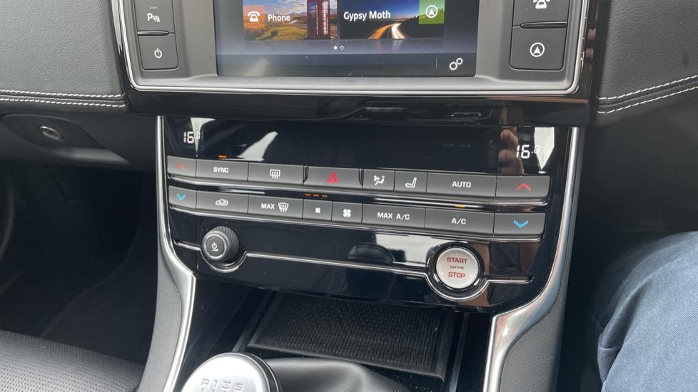 Jaguar XE 2.0d [180] R-Sport 4dr Heated front seats Privacy glass image 27