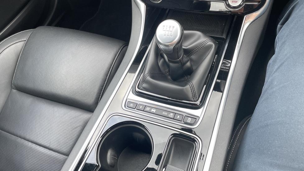 Jaguar XE 2.0d [180] R-Sport 4dr Heated front seats Privacy glass image 28