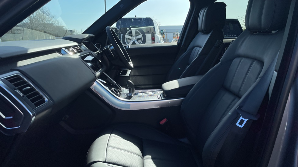 Land Rover Range Rover Sport 3.0 D300 HSE Dynamic 5dr [7 Seat] Heated front and rear seats Heated steering wheel image 3