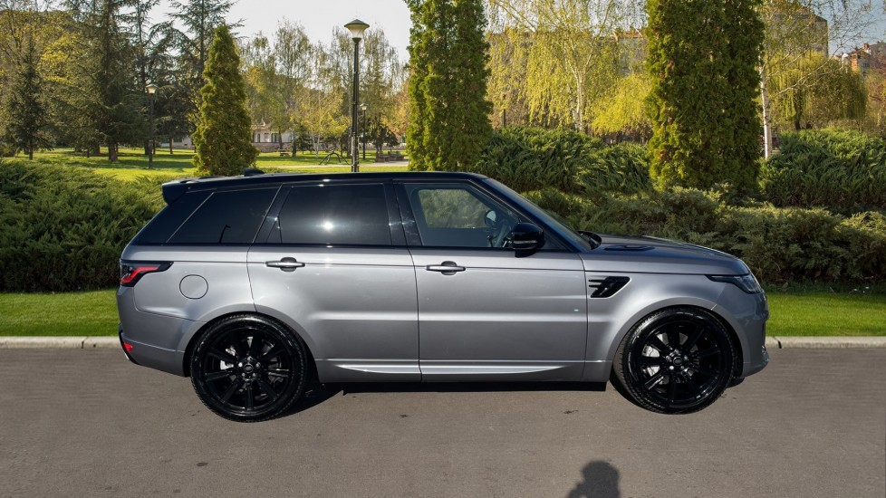 Land Rover Range Rover Sport 3.0 D300 HSE Dynamic 5dr [7 Seat] Heated front and rear seats Heated steering wheel image 5