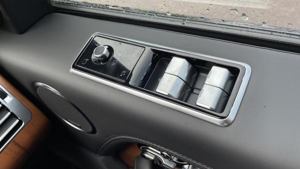 Land Rover Range Rover 3.0 D350 Autobiography 4dr Auto image 13