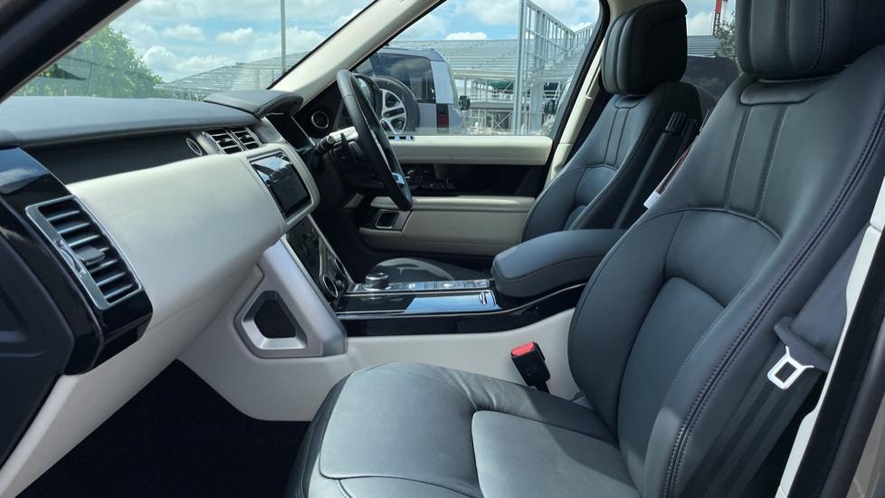 Land Rover Range Rover 3.0 SDV6 Vogue SE 4dr Auto Sliding panoramic roof, Privacy glass image 3