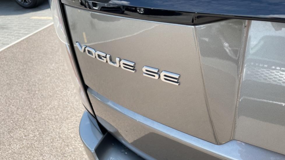 Land Rover Range Rover 3.0 SDV6 Vogue SE 4dr Auto Sliding panoramic roof, Privacy glass image 10