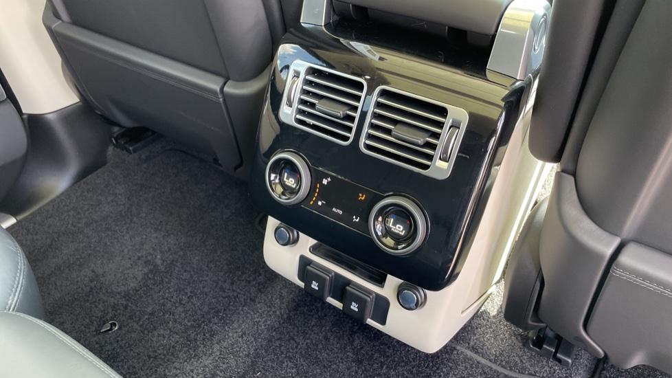 Land Rover Range Rover 3.0 SDV6 Vogue SE 4dr Auto Sliding panoramic roof, Privacy glass image 12