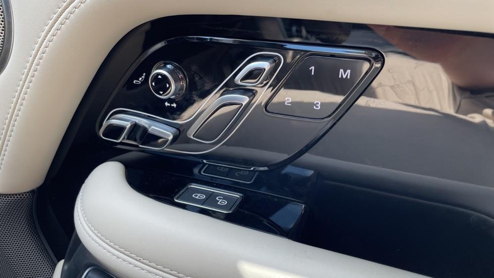 Land Rover Range Rover 3.0 SDV6 Vogue SE 4dr Auto Sliding panoramic roof, Privacy glass image 13