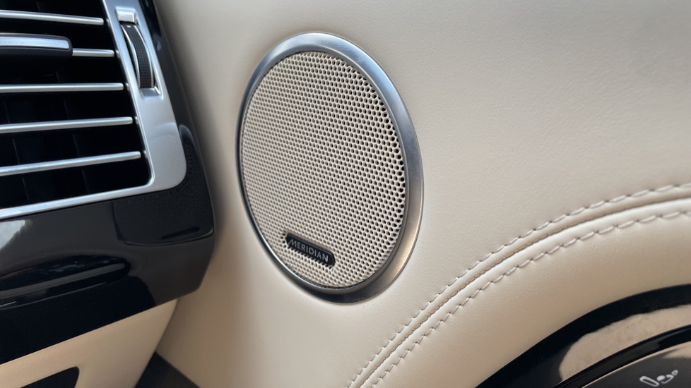 Land Rover Range Rover 3.0 SDV6 Vogue SE 4dr Auto Sliding panoramic roof, Privacy glass image 14