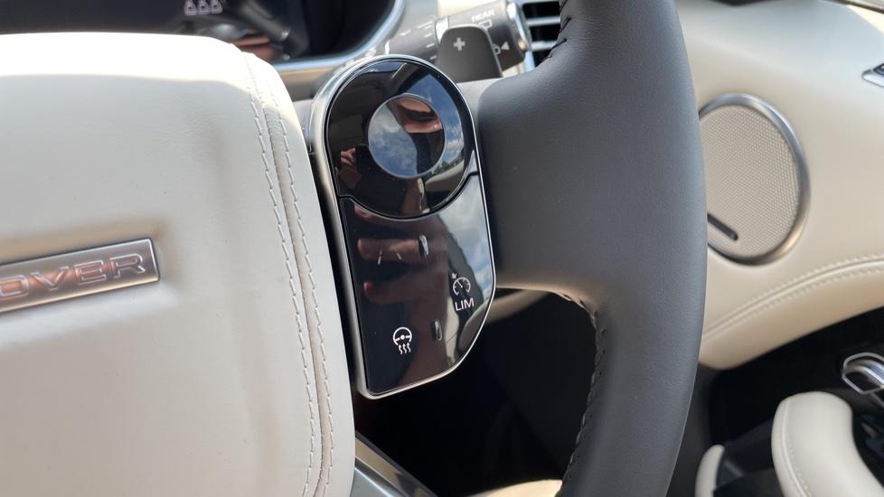 Land Rover Range Rover 3.0 SDV6 Vogue SE 4dr Auto Sliding panoramic roof, Privacy glass image 16