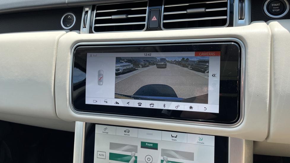 Land Rover Range Rover 3.0 SDV6 Vogue SE 4dr Auto Sliding panoramic roof, Privacy glass image 25