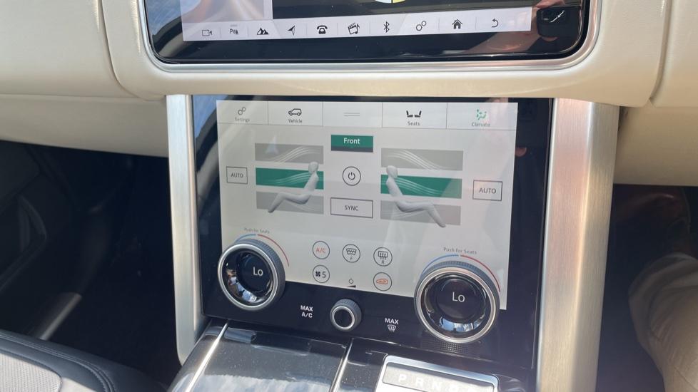 Land Rover Range Rover 3.0 SDV6 Vogue SE 4dr Auto Sliding panoramic roof, Privacy glass image 28