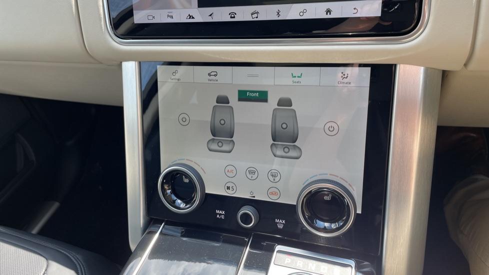 Land Rover Range Rover 3.0 SDV6 Vogue SE 4dr Auto Sliding panoramic roof, Privacy glass image 30