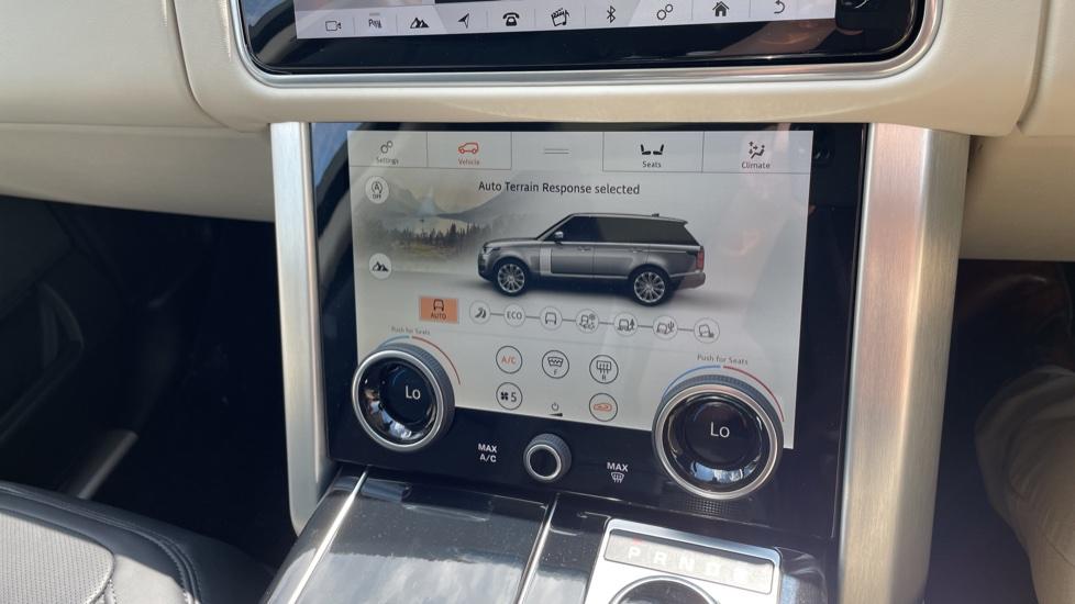 Land Rover Range Rover 3.0 SDV6 Vogue SE 4dr Auto Sliding panoramic roof, Privacy glass image 33