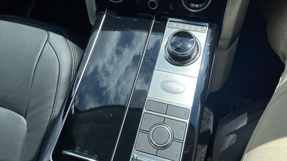 Land Rover Range Rover 3.0 SDV6 Vogue SE 4dr Auto Sliding panoramic roof, Privacy glass image 34