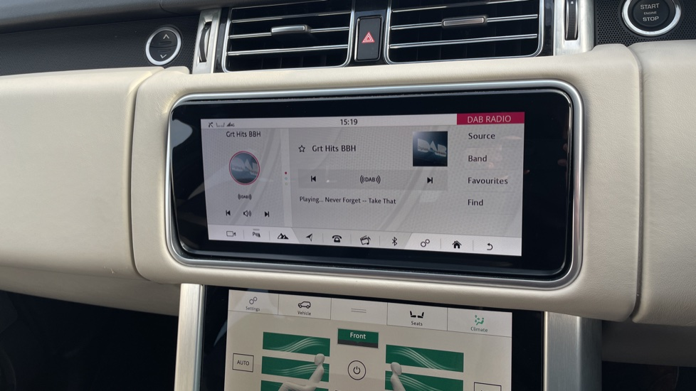 Land Rover Range Rover 3.0 SDV6 Vogue 4dr CD/DVD player, Heated steering wheel image 23