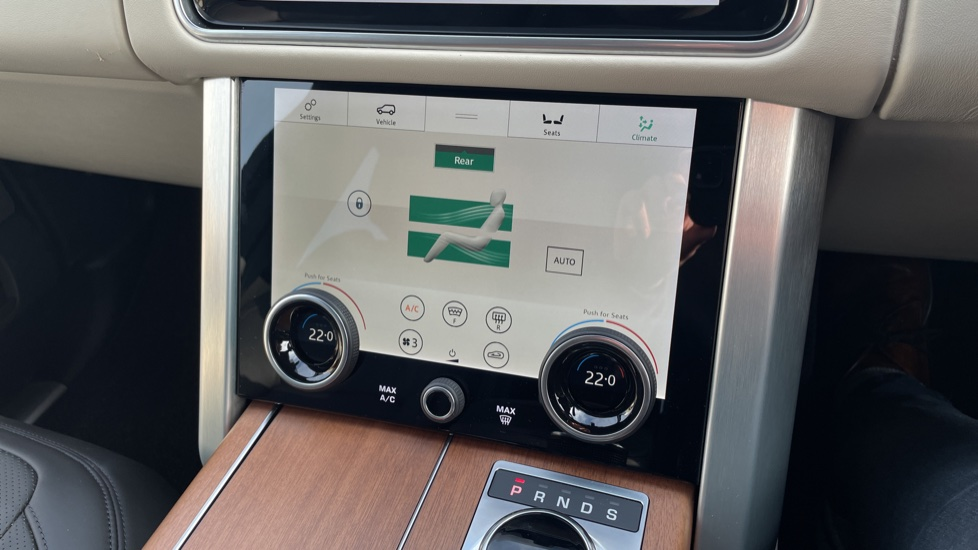Land Rover Range Rover 3.0 SDV6 Vogue 4dr CD/DVD player, Heated steering wheel image 30