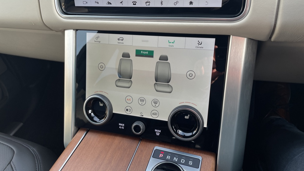 Land Rover Range Rover 3.0 SDV6 Vogue 4dr CD/DVD player, Heated steering wheel image 31
