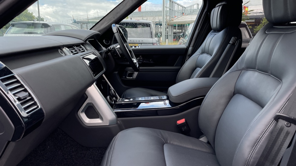 Land Rover Range Rover 3.0 D300 Autobiography 4dr Auto  Head-up Display, Privacy glass image 3
