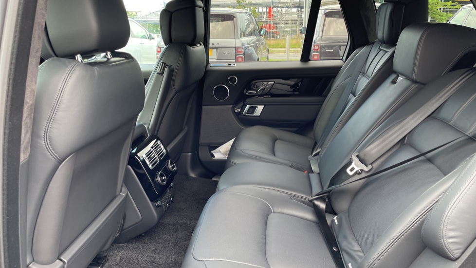 Land Rover Range Rover 3.0 D300 Autobiography 4dr Auto  Head-up Display, Privacy glass image 4