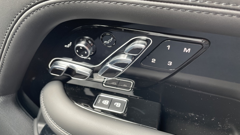 Land Rover Range Rover 3.0 D300 Autobiography 4dr Auto  Head-up Display, Privacy glass image 14