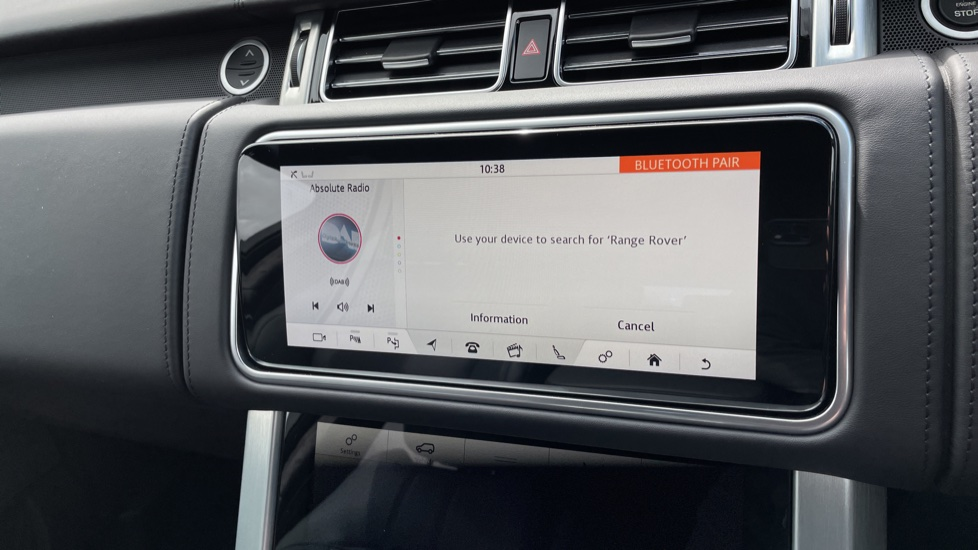 Land Rover Range Rover 3.0 D300 Autobiography 4dr Auto  Head-up Display, Privacy glass image 24