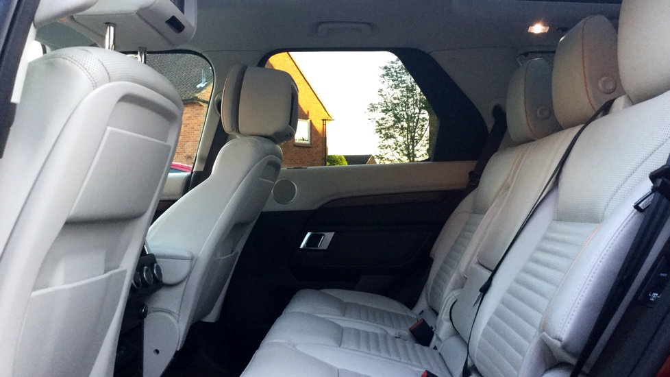 Land Rover Discovery 3.0 TD6 HSE Luxury 5dr image 4