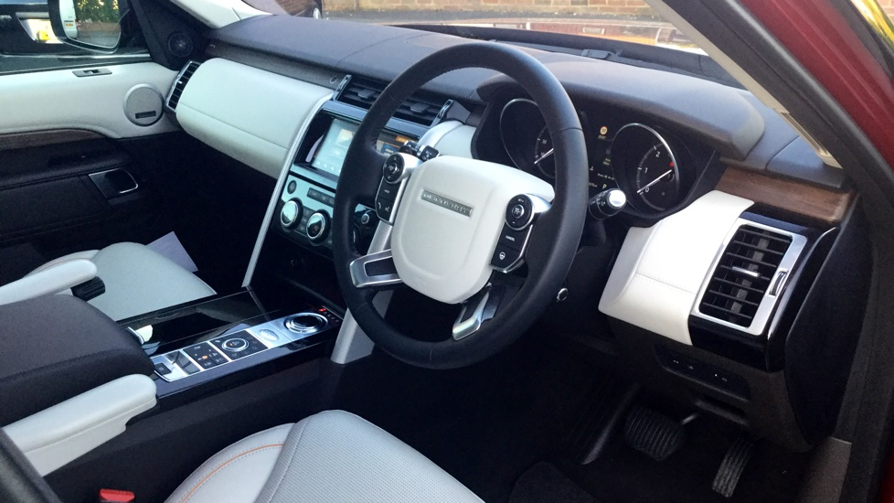 Land Rover Discovery 3.0 TD6 HSE Luxury 5dr image 39