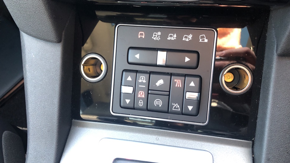 Land Rover Discovery 3.0 SDV6 Landmark 5dr image 18